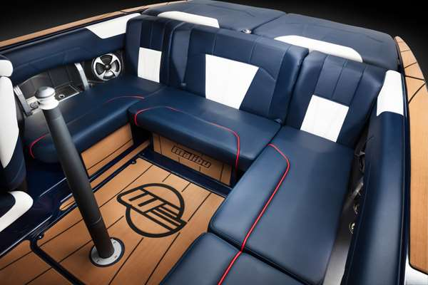 Malibu 20VTX AFT COCKPIT SEATING
